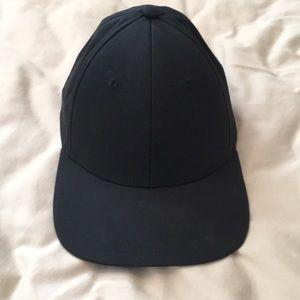 Lululemon black hat one size adjustable back